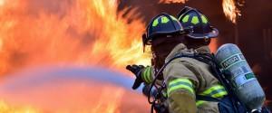 Pompieri ausiliari provocavano incendi per guadagnare soldi: quindici indagati