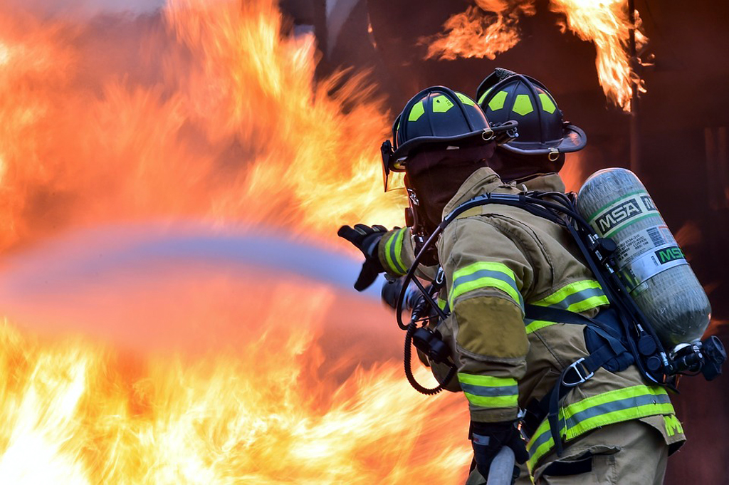 Cagliari: Palazzina andata a fuoco, nessun ferito.