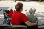 Anziano muore ed è lite per l'eredità, i giudici: i nipoti lascino la casa all'ex badante