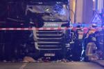 """""""Vendetta per gli attacchi in Siria"""": l'Isis rivendica l'attentato di Berlino. C'è una vittima italiana"""