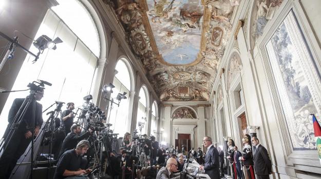 consultazioni, crisi di governo, delegazioni partiti, Matteo Renzi, Sergio Mattarella, Sicilia, Politica