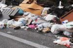 Catania, discariche di rifiuti vicino alle scuole del quartiere Cibali - Foto