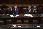"""Gentiloni ottiene la fiducia alla Camera: """"La priorità sarà il lavoro"""". La palla passa al Senato"""
