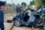 Il treno Trapani-Marsala travolge auto al passaggio a livello, un ferito
