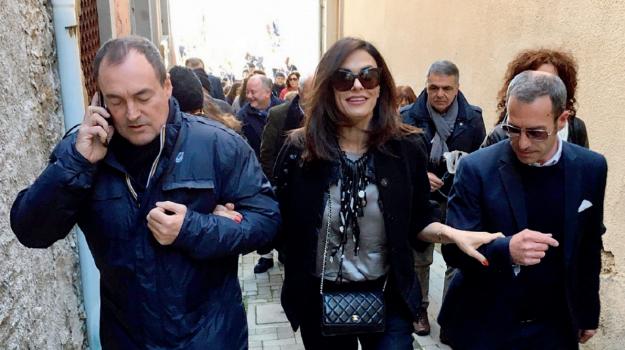i siciliani film, Maria Grazia Cucinotta, Messina, Società