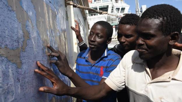 blocco porti italiani, migranti, sbarchi, Sicilia, Cronaca