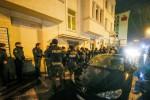 """Blitz nel centro profughi, 4 arresti durante i controlli: """"Non collegati all'attentato"""""""