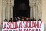 """""""Itivinni in Padania"""", protesta in Cattedrale per l'arrivo di Salvini a Palermo"""
