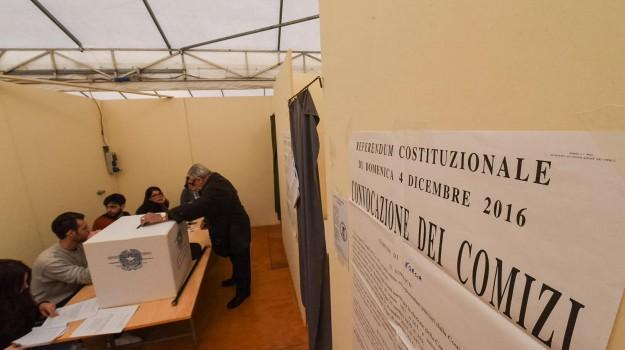 referendum, Beppe Grillo, Matteo Renzi, Silvio Berlusconi, Sicilia, Politica