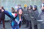 Studenti in piazza all'arrivo di Renzi, tensioni a Palermo: tafferugli con le forze dell'ordine - Video