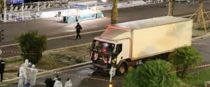 Il 14 luglio, giorno del ricordo della Presa della Bastiglia, a Nizza un camion falcia la folla per 2 km