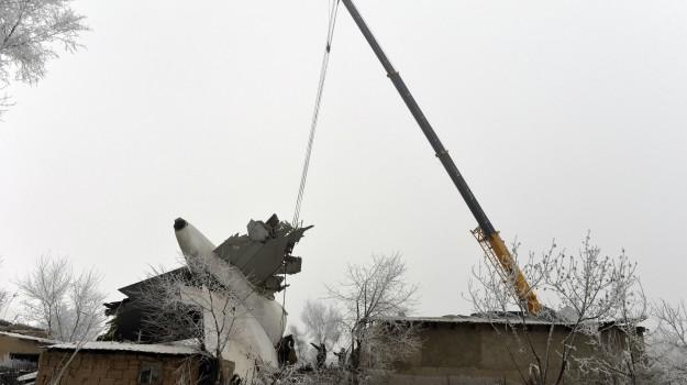 aereo caduto, Kirghizistan, Sicilia, Mondo