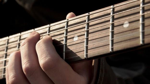 chitarra elettrica catania, Catania, Cronaca
