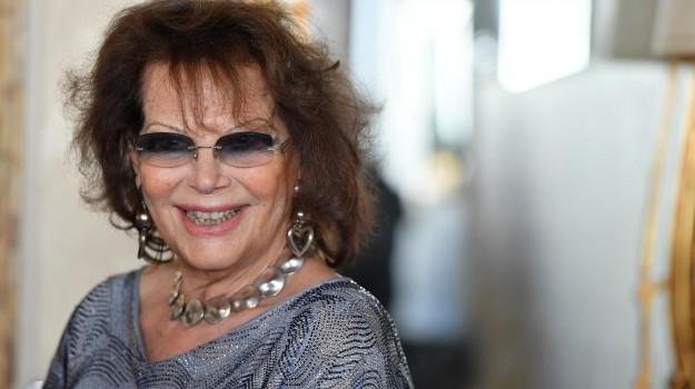 attrice, violenza sulle donne, Sicilia, Società