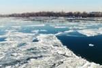Neve sui Balcani, il Danubio ghiacciato dà spettacolo - Video