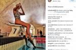 Look sexy anche in piscina, Federica Pellegrini indossa le pinne... col tacco