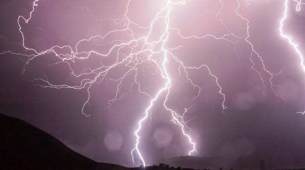 fulmine lipari, televisore esplode a lipari, Messina, Cronaca