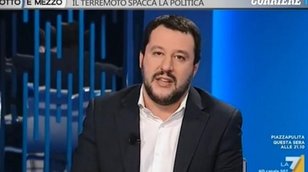 migranti in piscina, razzismo, Massimo Biancalani, Matteo Salvini, Sicilia, Politica