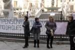 Rischiano lo sfratto, mogli di poliziotti in piazza a Palermo