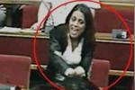 Ragusa: consigliere fa il gesto dell'ombrello al sindaco, poi si scusa