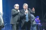 Nino D'Angelo e Luca Carboni riempiono le piazze: così Palermo ha accolto il 2017 - Video