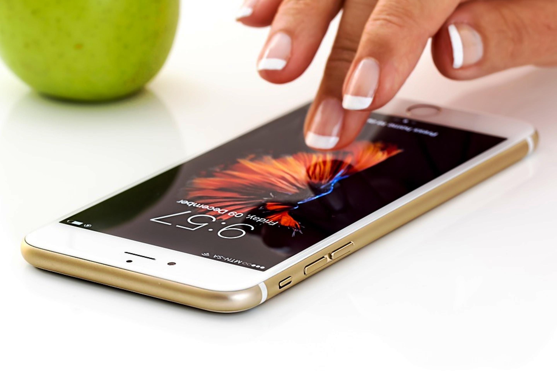 Chiamate sms e web costeranno in viaggio per l 39 europa come a casa stop ai costi del roaming - Donazione casa ai figli costi ...