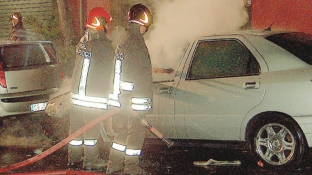 auto in fiamme gela, incendi gela, Caltanissetta, Cronaca