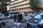 Scontro tra due auto a Palermo, Panda si ribalta: sei feriti - Foto