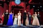 Donald e Melania Trump, il vicepresidente Mike Pence con la moglie Karen, alle spalle la famiglia Trump - Ansa