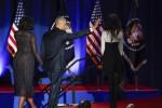 """L'ultimo commosso saluto di Obama: """"Un onore servire gli americani"""""""