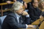 Grillo tenta di compattare il M5S, linea dura sulla legge elettorale
