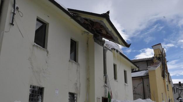 cadavere, slavina, terremoto, Sicilia, Cronaca