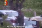 Un frame del video della Polizia di Stato mostra un affiliato del clan Cappello-Bonaccorsi con un'arma in mano