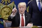 """Migranti, il bando resta sospeso. Trump non si ferma: """"Ci vediamo alla Corte Suprema"""""""