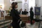 Commozione per l'estremo saluto all'ex presidente della Regione Fasino