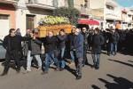 La morte dell'operaio, lacrime e rabbia a Cassibile