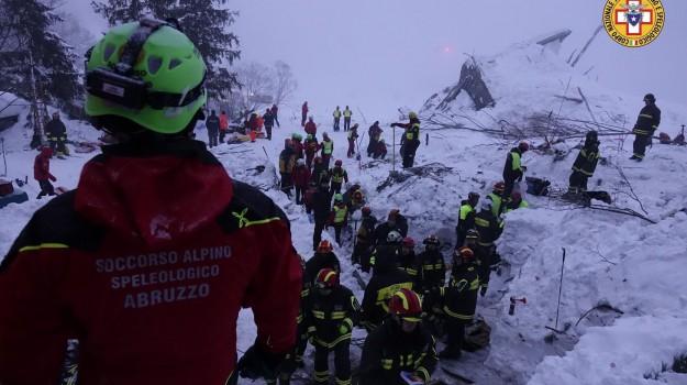 Hotel neve, Rigopiano, scavare, soccorsi, tragedia, Sicilia, Cronaca