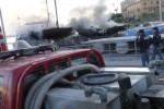 L'incendio all'Arenella, le immagini dei soccorsi dal porticciolo - Video