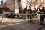 Corso dei Mille, magazzino in fiamme: paura ma nessun ferito - Video