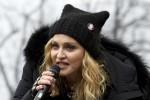 Madonna sul palco durante il corteo delle donne contro Trump
