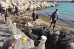 Porto di Licata nel degrado, in azione i volontari
