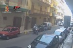 Scippi e aggressioni ai danni di anziani - Il video della rapina in diretta