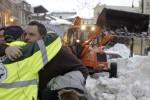 A Lipari i soccorritori e i dipendenti dell'hotel di Rigopiano