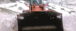 Neve e disagi sulle strade della Sicilia, spazzaneve e mezzi spargisale in azione