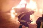 Incendiata un'auto, fumo e paura a Paceco