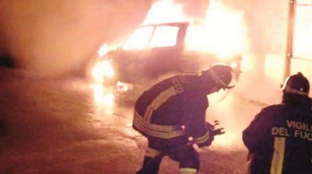 incendio furgone adrano, rogo furgone adrano, Catania, Cronaca