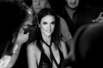 """Alessandra Ambrosio sorseggia vodka e torna a """"sedurre"""" i fan: i nuovi scatti della super modella"""