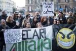 Allarme di Delrio su Alitalia, azienda convocata con urgenza