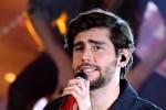 Medley sul palco, l'Ariston si accende: tutti a ballare con Alvaro Soler