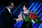 Max Biaggi in platea, Bianca Atzei si commuove mentre canta - Video